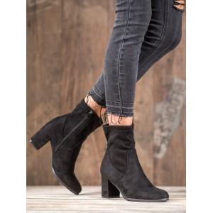 Semišové dámske členkové topánky čiernej farby