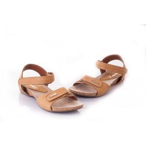 Dámske sandále pieskovej farby so zapínaním na suchý zips