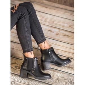 Elegantné členkové topánky na hrubom podpätku s vybíjaním