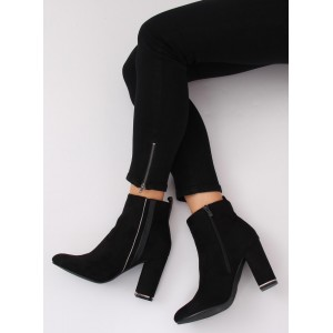 Dámske kotníkové topánky na opätku v čiernej farbe