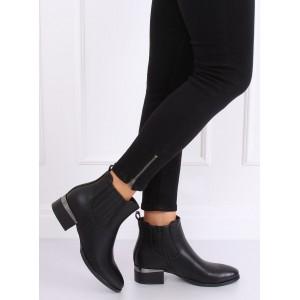 Kotníkové topánky v čiernej farbe so zapínaním na zips