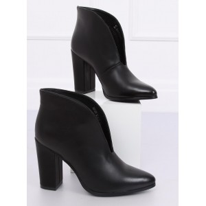 Kotníkové topánky na jeseň v čiernej farbe