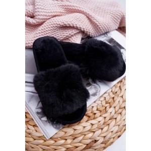 Chlpaté dámske papuče v čiernej farbe