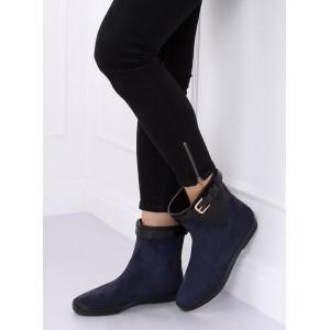 Moderné dámske topánky v modrej farbe na jeseň