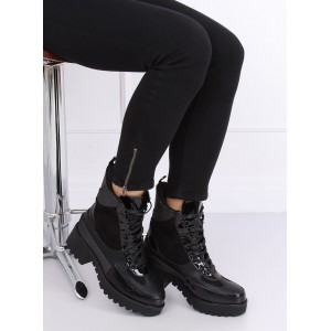 Vysoké dámske zimné topánky v čiernej farbe