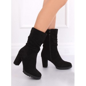 Vysoké dámske čižmy v čiernej farbe so zapínaním na zips