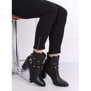 Dámske topánky s aplikáciami v čiernej farbe