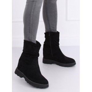 Zateplené dámske zimné topánky v čiernej farbe