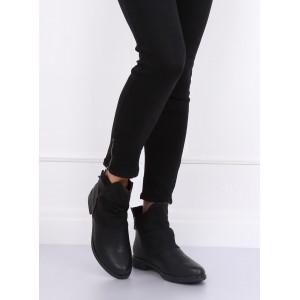 Moderné dámske topánky v čiernej farbe na nízkom podpätku