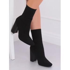 Kotníkové dámske topánky v čiernej farbe na podpätku