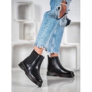 Dámske štýlové topánky v čiernej farbe na platforme