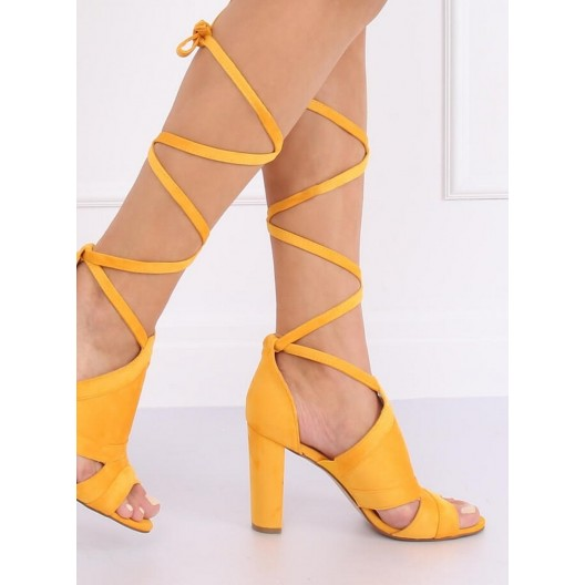 Žlté dámske semišové sandály na vysokom podpätku