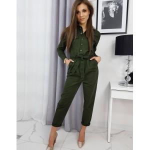 Moderný dámsky zelený overal v módnej zelenej farbe