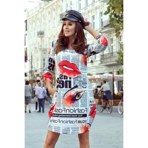Športové dámske šaty s originálnou novinárskou potlačou