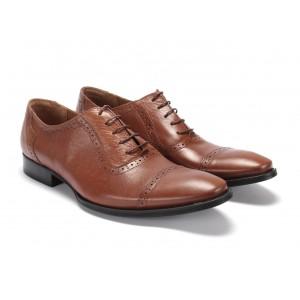 Moderné pánske kožené topánky v hnedej farbe