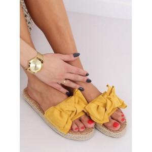 Kvalitné dámske šľapky v žltej farbe s pleteným vrkočom okolo podrážky
