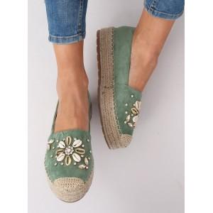 Krásne zelené espadrilky s módnymi kamienkami a mušlami