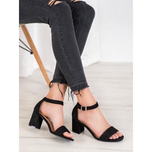 Semišové dámske sandále v čiernej farbe