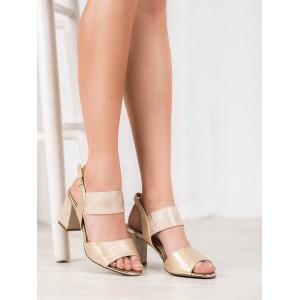 Štýlové dámske sandále v zlatej farbe na podpätku
