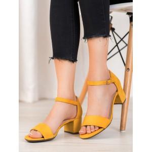 Dámske štýlové sandále v žltej farbe na nízkom podpätku