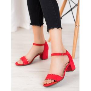 Červené dámske semišové sandále na nízkom podpätku
