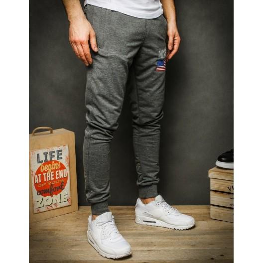 Pohodlné sivé tepláky s potlačou a vreckami na zips