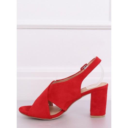 Moderné dámske sandále na nízkom podpätku v červenej farbe