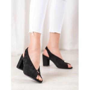 Spoločenské dámske sandále v čiernej farbe na podpätku