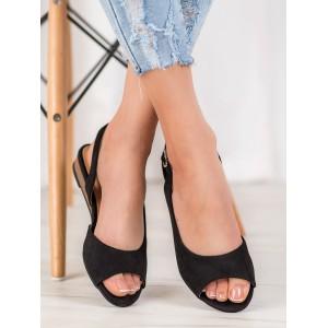 Semišové dámske sandále na nízkom podpätku v čiernej farbe