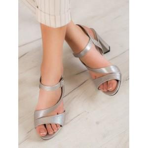 Strieborné dámske sandále na podpätku