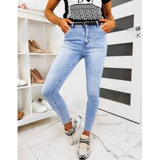 Pohodlné dámske džínsy modrej farby s opaskom