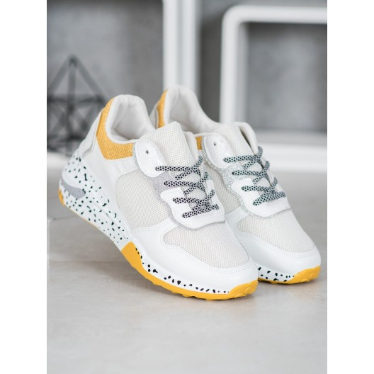 Pohodlná dámska športová obuv bielej farby