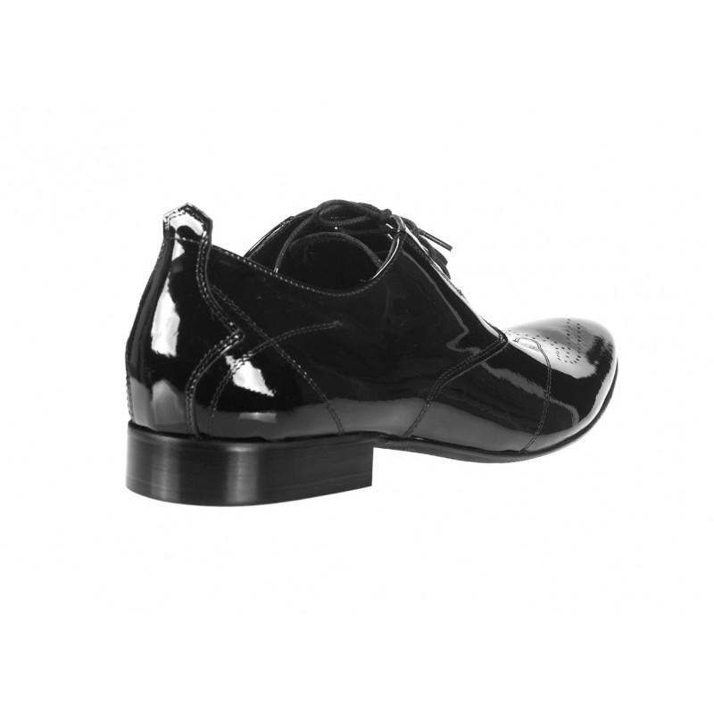 34b9aec237 Elegantné pánske kožené lakované topánky čiernej farby COMODOESANO ...
