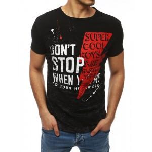 Štýlové pánske tričko v čiernej farbe s nápisom