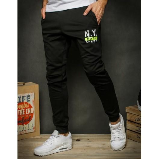 Pánske tepláky čiernej farby s potlačou a vreckami na zips