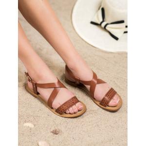 Dámske nízke dierkované sandále v hnedej farbe