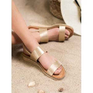 Štýlové dámske sandále na platforme v zlatej farbe