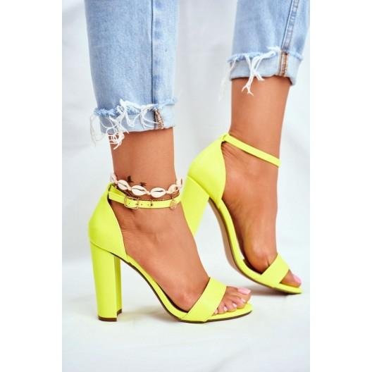 Štýlové letné dámske sandále v neónovo žltej farbe