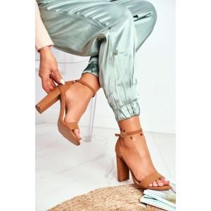 Elegantné dámske hnedé sandále na vysokom plnom opätku