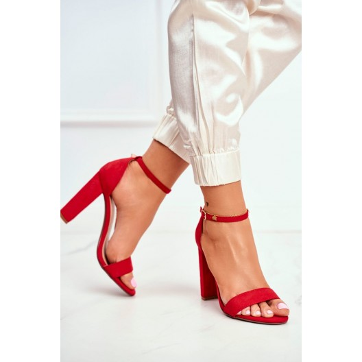 Červené dámske sandále na módnom vysokom plnom opätku