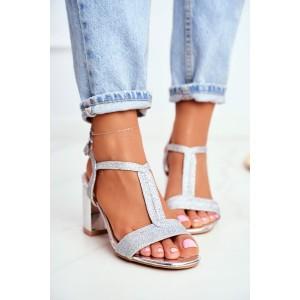 Strieborné dámske sandále na pohodlnom vysokom opätku