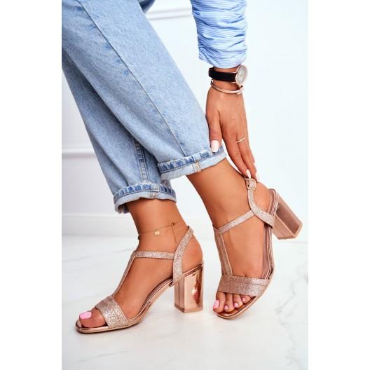 Ružovo zlaté dámske sandále na módnom opätku