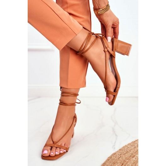 Originálne dámske hnedé sandále s viazaním okolo nohy