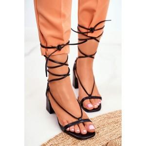 Moderné dámske čierne sandále s módnym viazaním