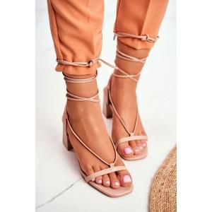 Béžové dámske sandále na plnom opätku s originálnym viazaním