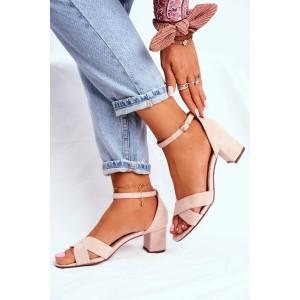 Krásne dámske letné sandále v módnej béžovej farbe