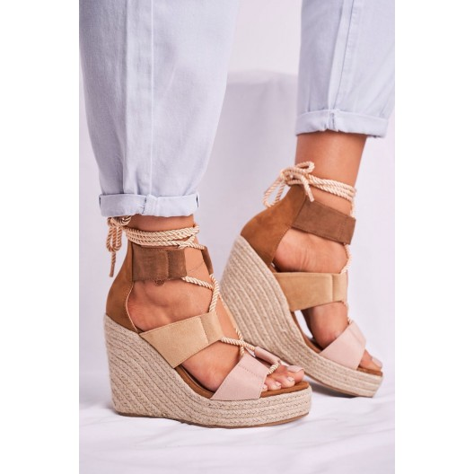 Originálne dámske hnedé sandále na pletencovej platforme