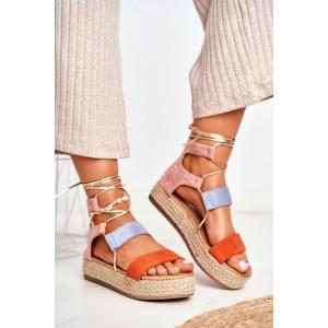 Krásne dámske sandále na platforme vo farebnej trojkombinácii