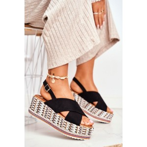 Čierne dámske letné sandály na pletencovej platforme