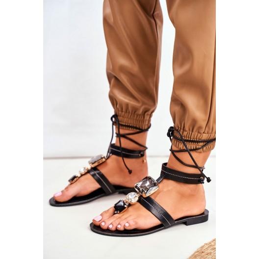 Luxusné dámske čierne sandále s veľkými ozdobnými kameňmi
